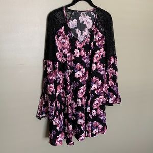 Vanity floral bell sleeve tunic size small